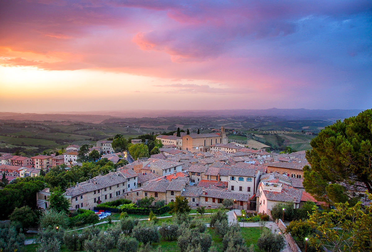 How to take better sunset photographs - San Gimignano sunset