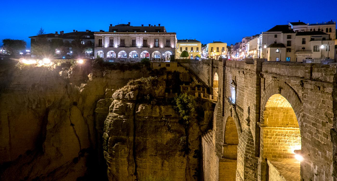 Tourist v traveler: Ronda at Night