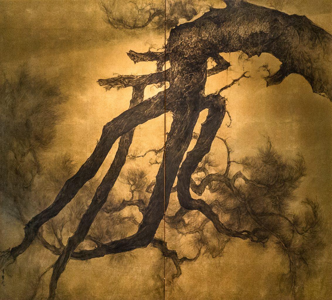 Li Huayi painting on gold foil