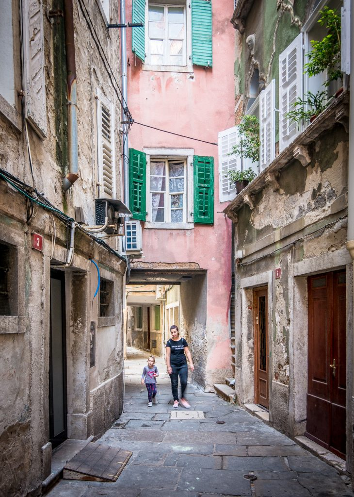 Piran alley with family