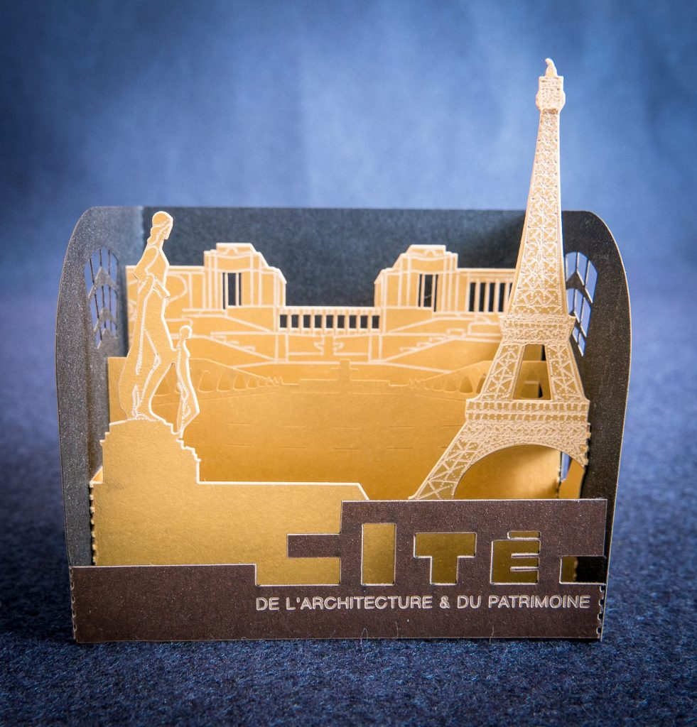 Folding display of Paris